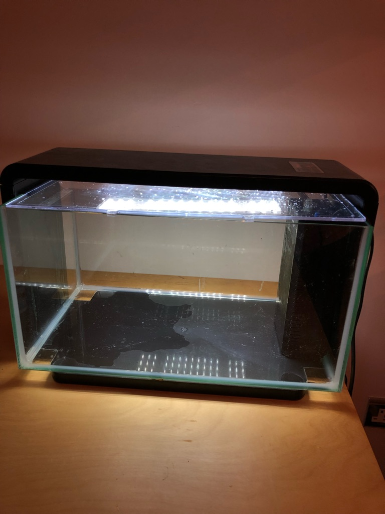 25L FISH TANK WITH FULL STARTER EQUIPMENT