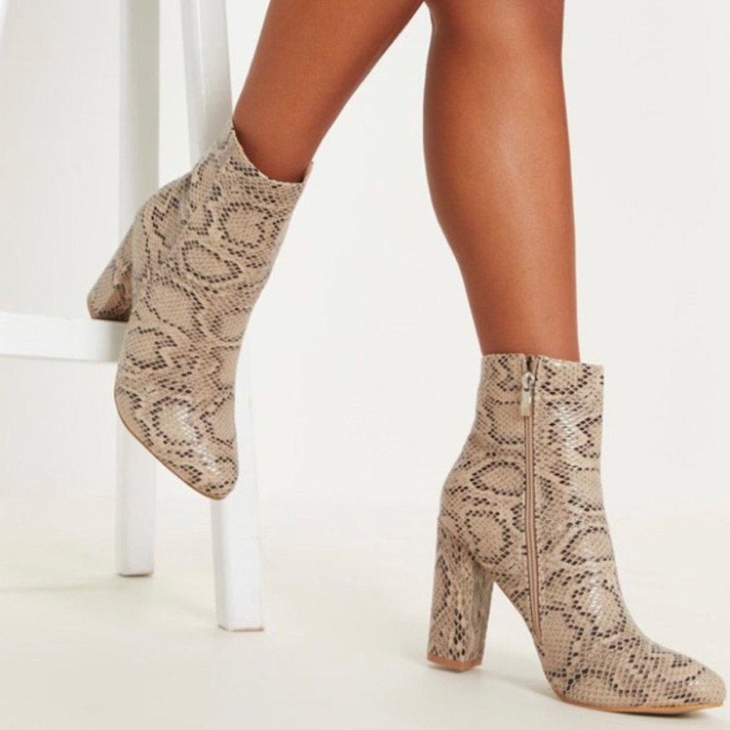 Snake print boots. (Size4)