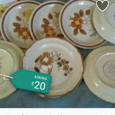 Set of 8 ceramic plates