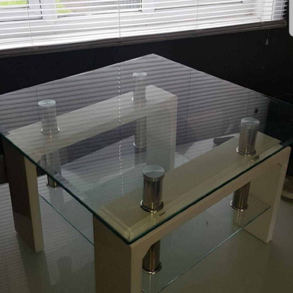 Contempary glass top coffe table