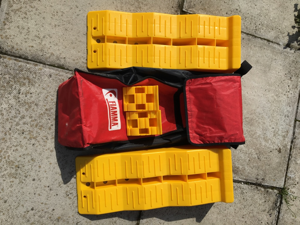 Used, in fair condition. Comes with it's own carrying bag with a shoulder strap.