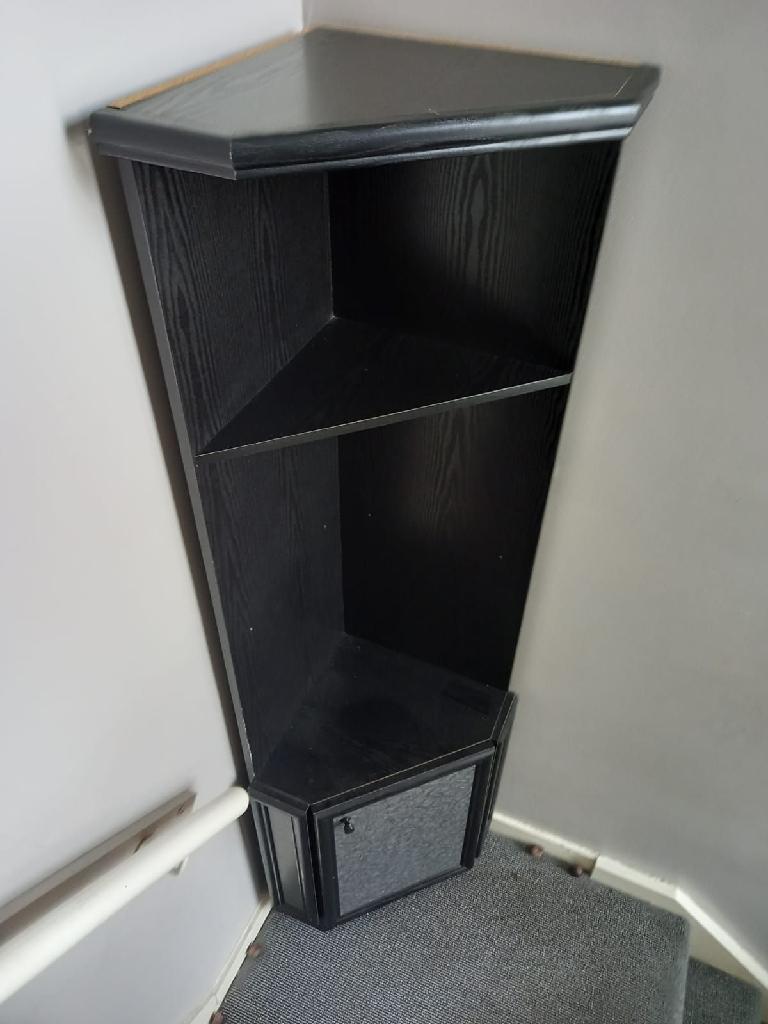 Black corner unit