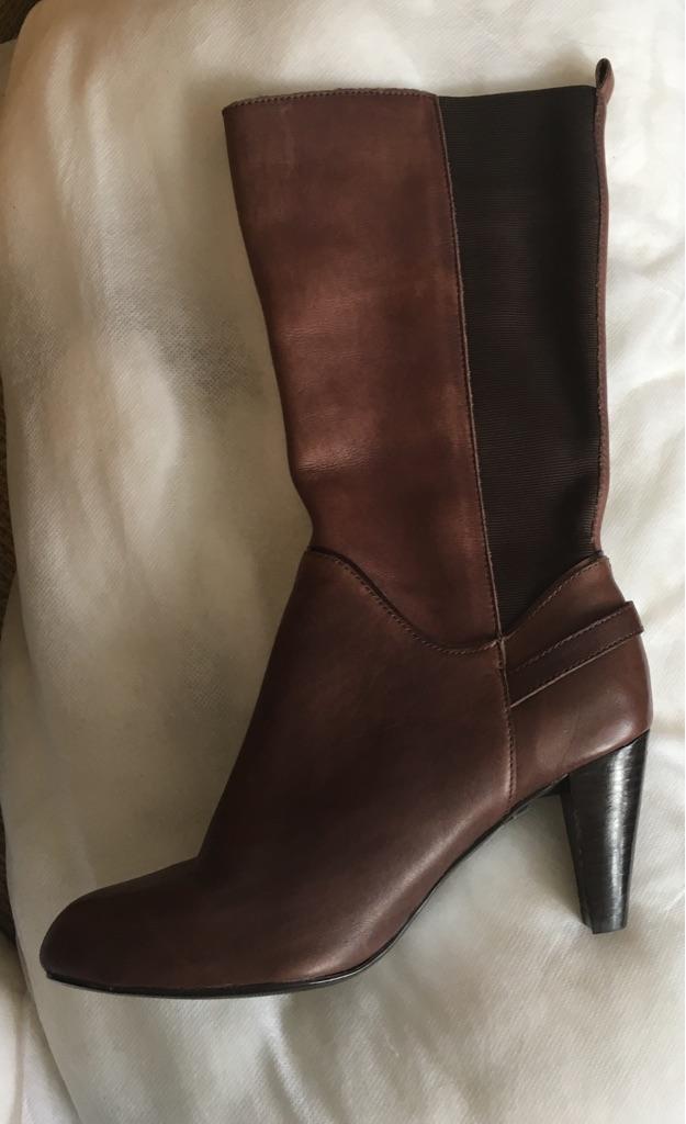 Size 5.5 wider fit ladies Footglove boots
