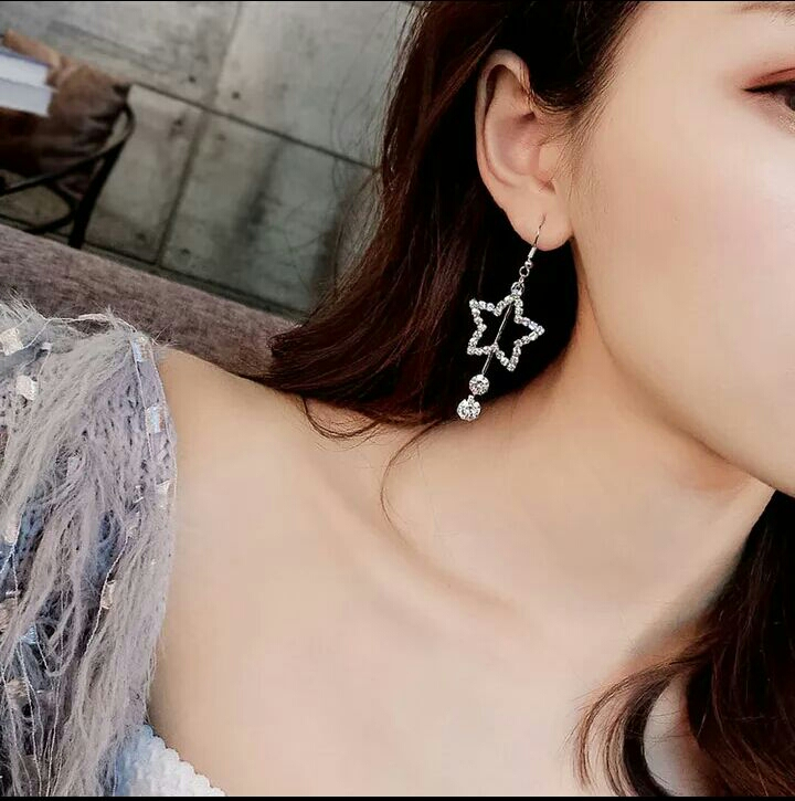 Star fashionable drop earrings for women's