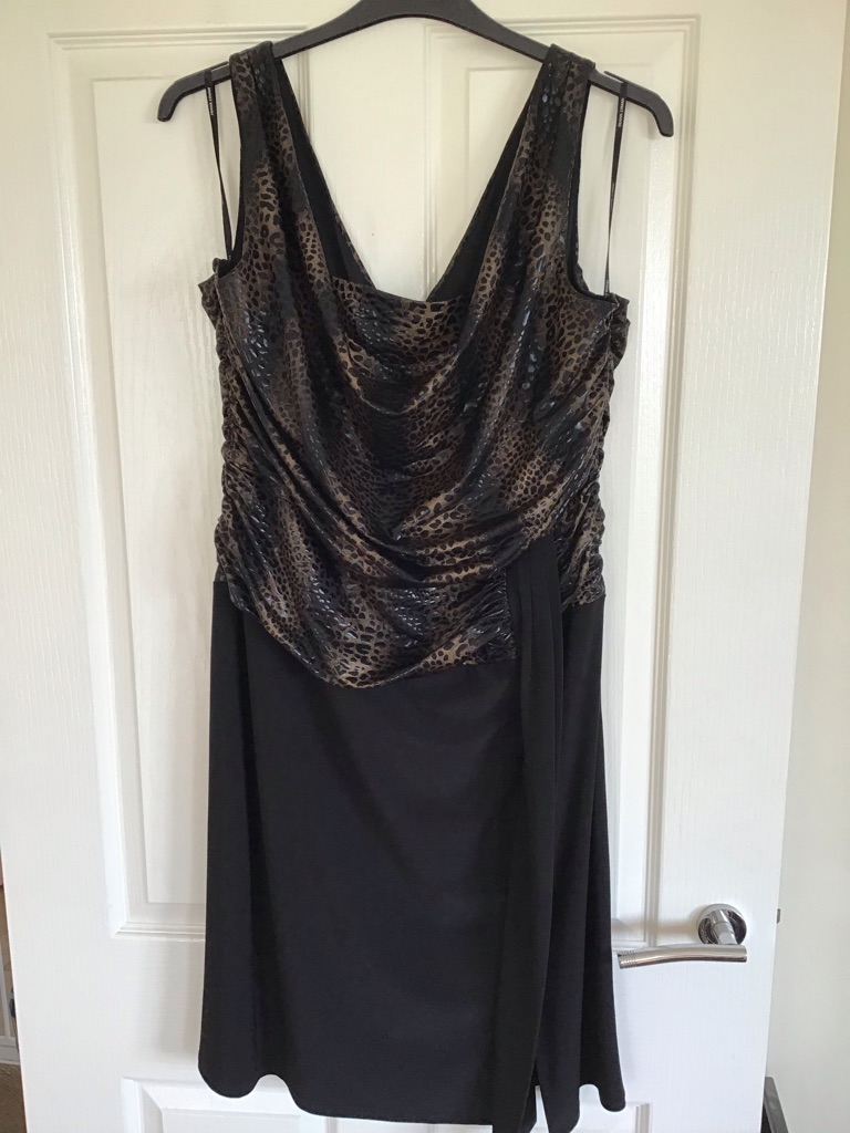 Frank Lyman Design Dress Size 22