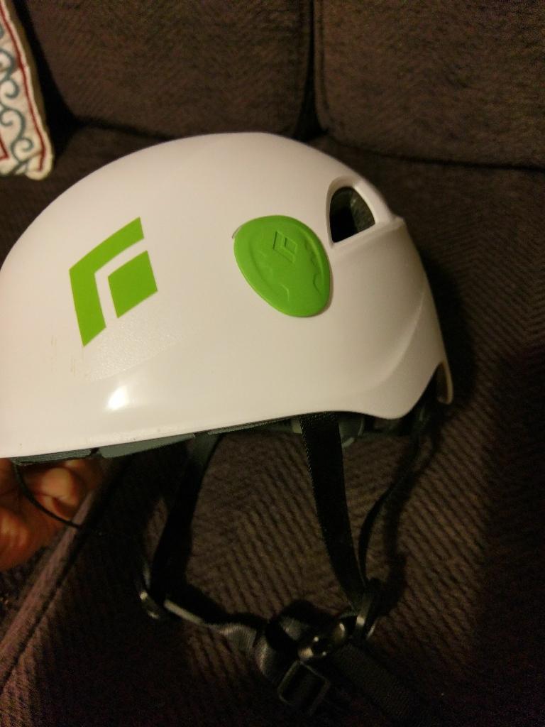 Black Diamond climbing helmet (S/M)