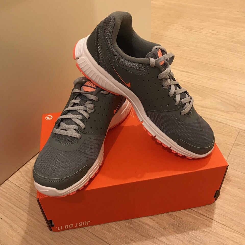 New Nike trainers size 4.5