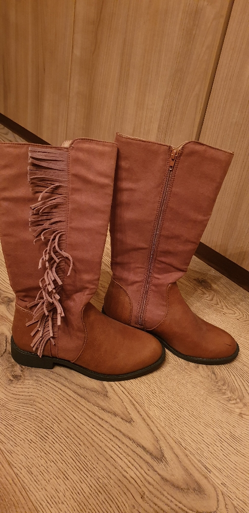 Ladies/Girls boots size 3 (size 36)