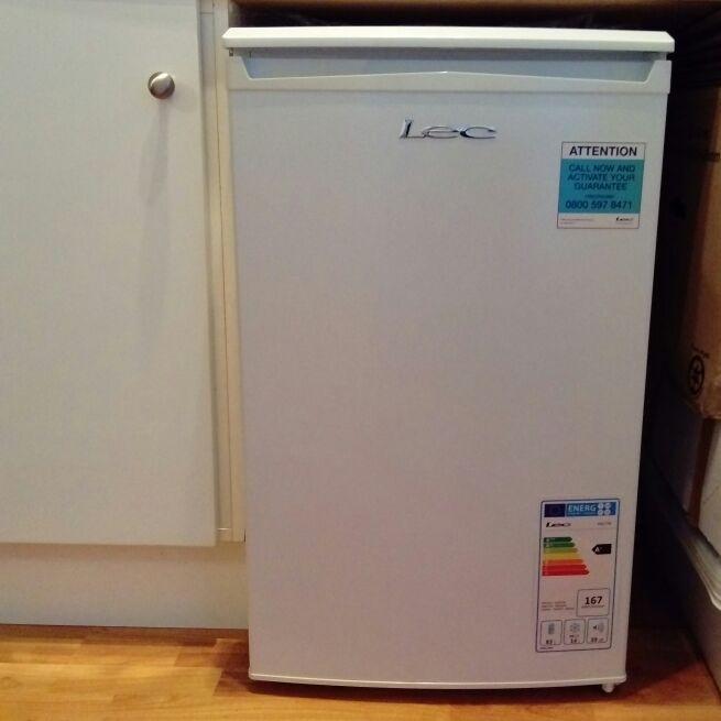 Lec undercounter fridge with icebox - white