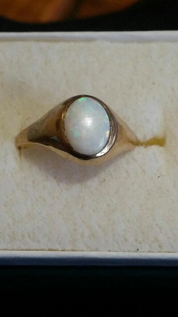 9ct gold Vintage Opal ring