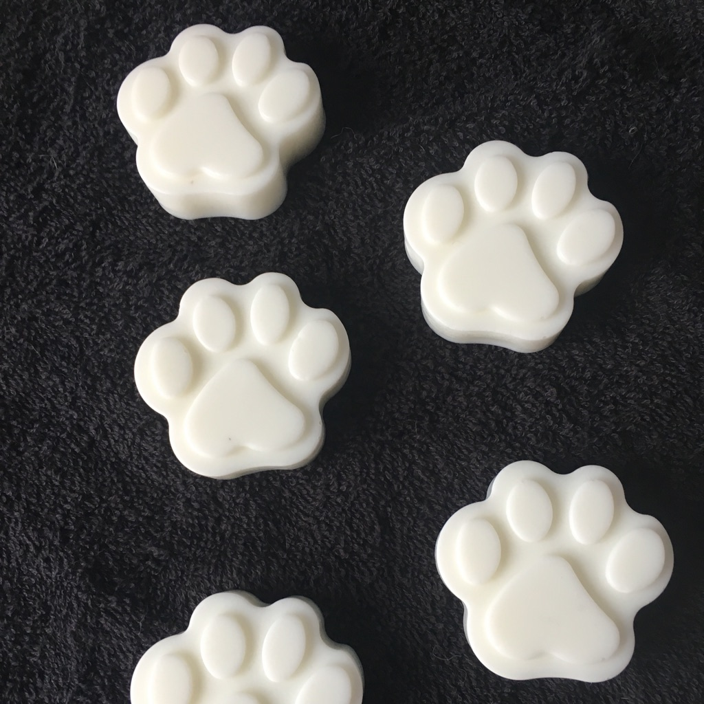 Flea repellent shampoo bar for pets