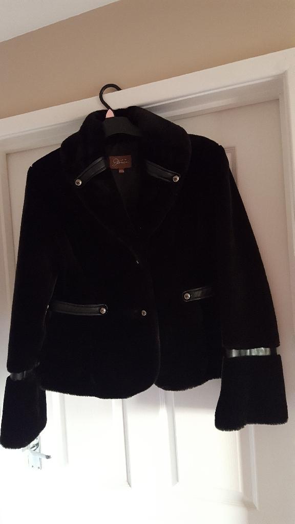 Back faux fur coat