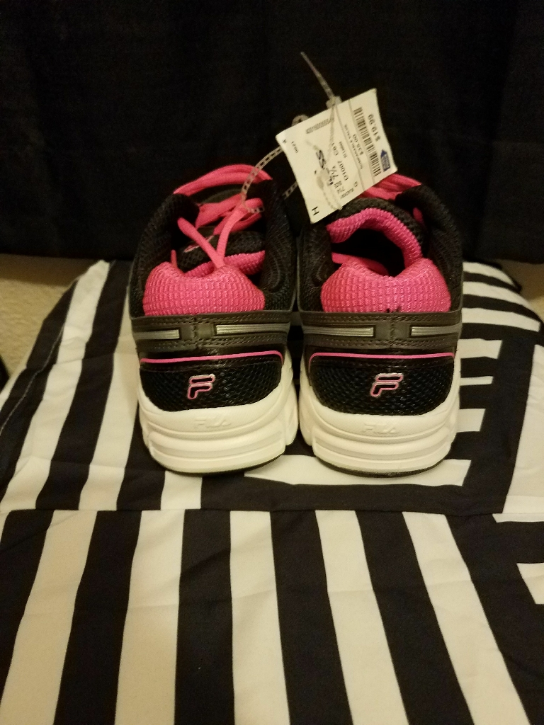*Brand New* FILA womens running shoes sz 7.5