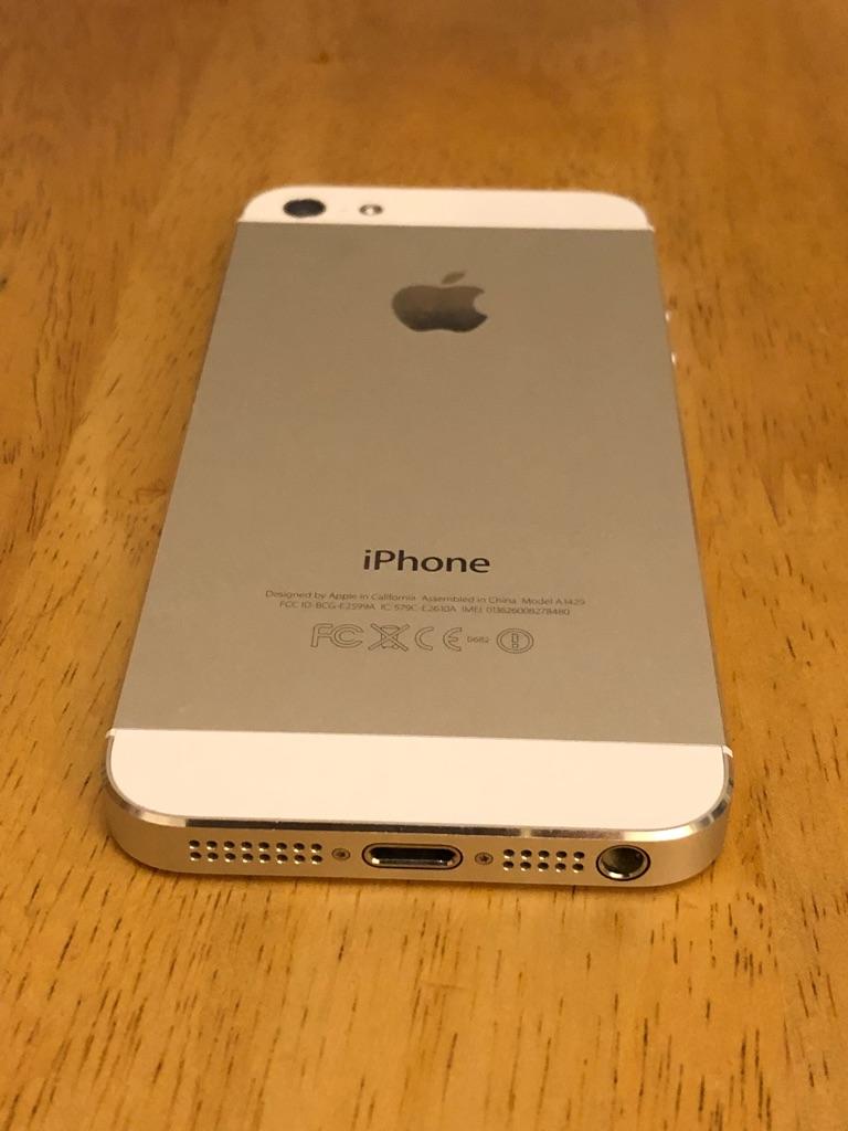 iPhone 5 Silver 32GB, unlocked, pristine condition