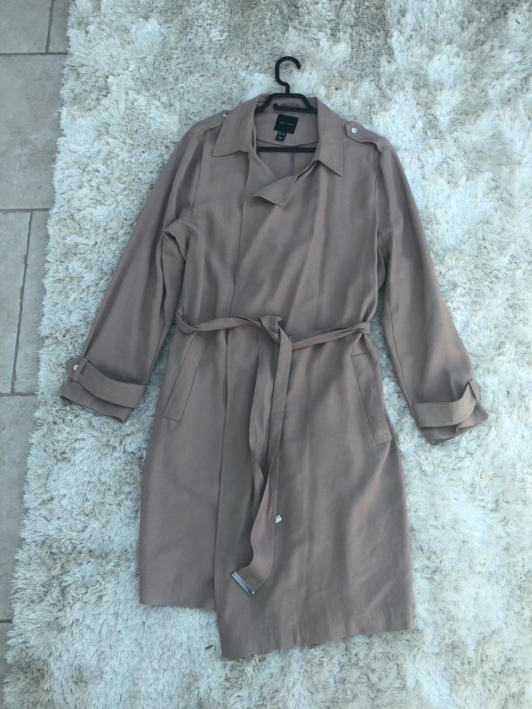 Cream/brown coat