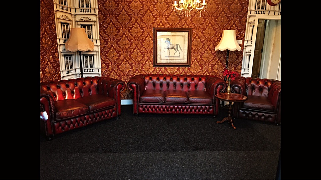 Chesterfield / Thomas Lloyd 3 Piece Oxblood Suite / Settee IMMACULATE!