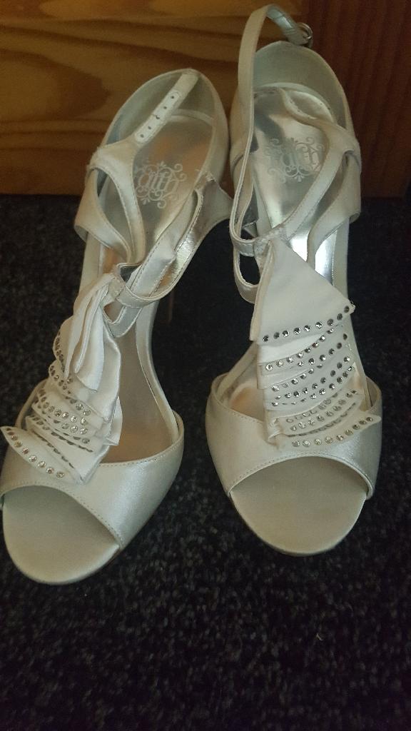 Dress & shoes x