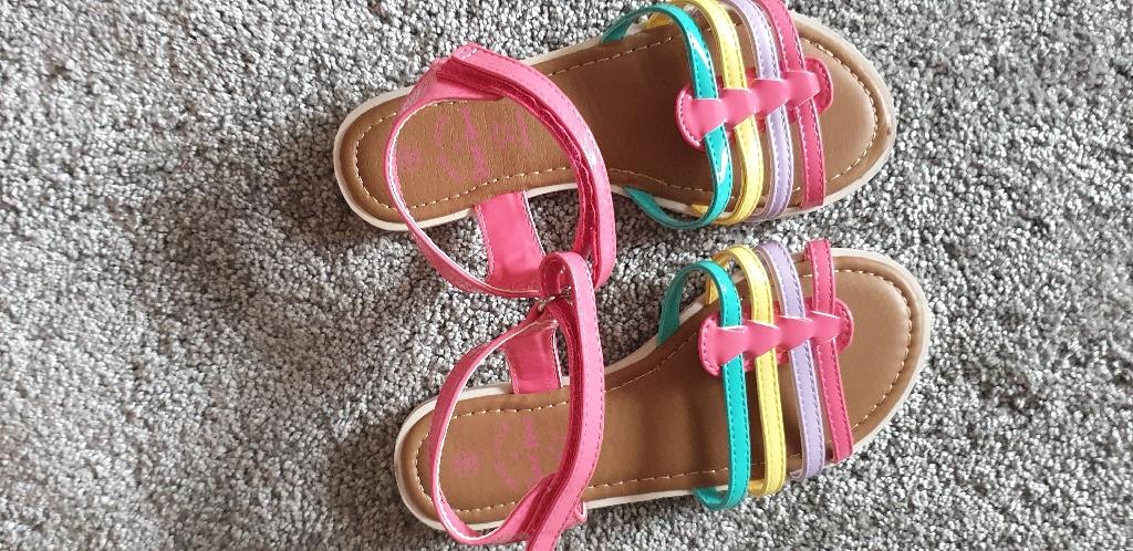 Girls sandles size 13