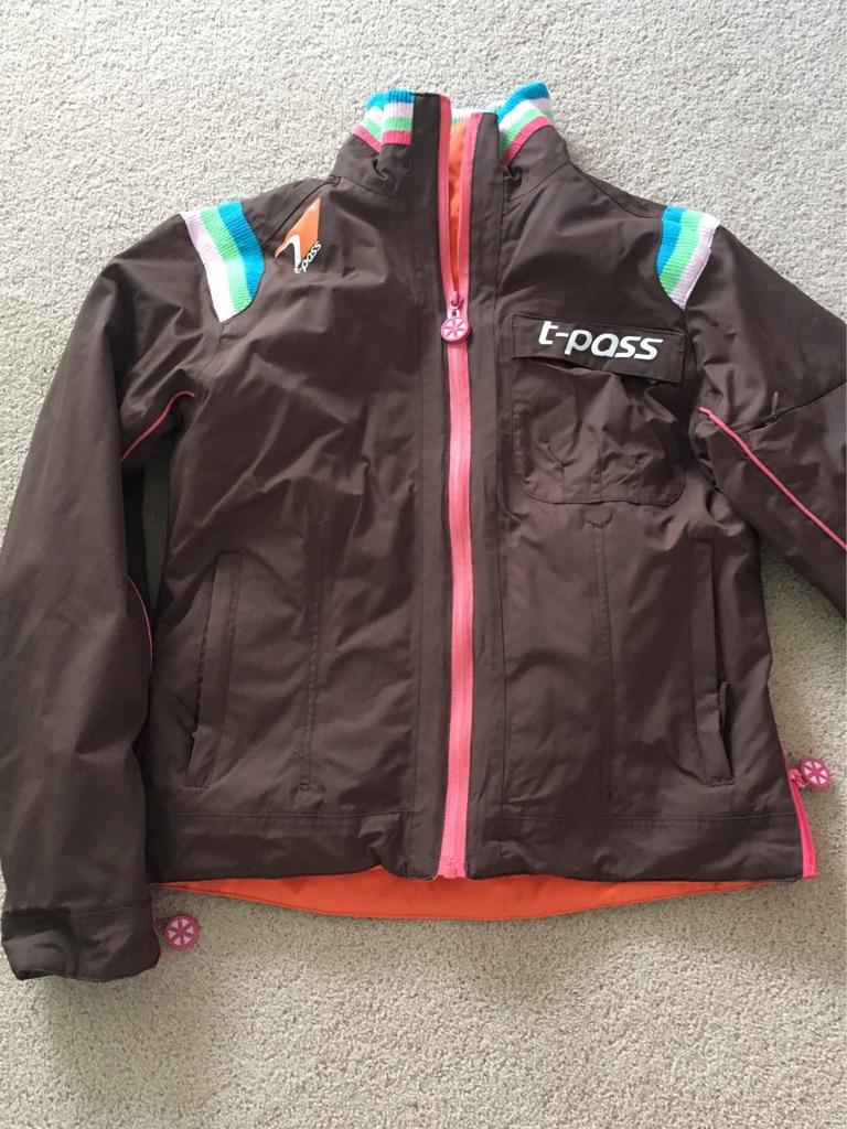 Woman's ski jacket -size medium
