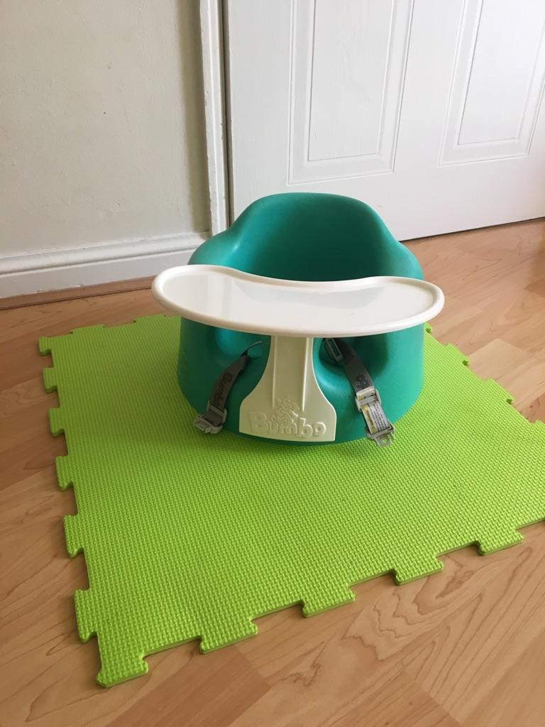 Bumbo with detachable tray