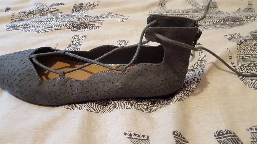 Womens grey pointed shoes size 5