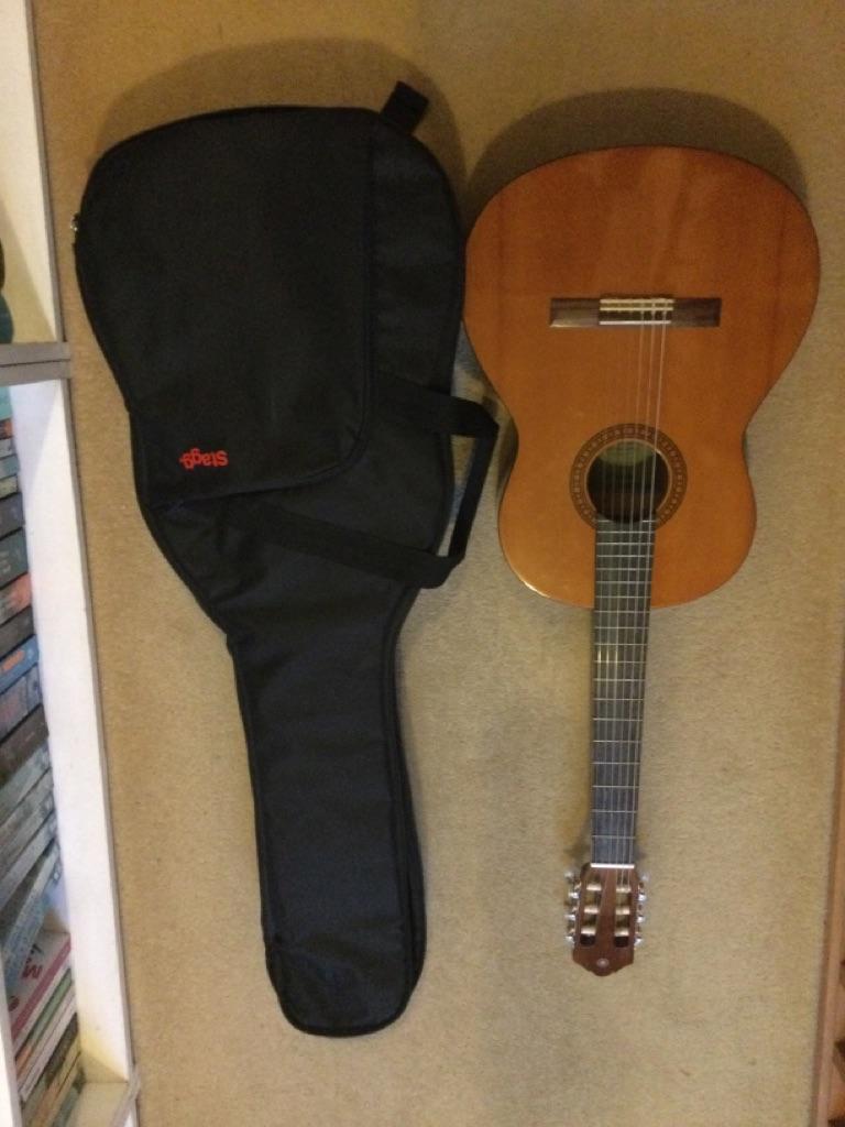 Yahama CS40 3/4 guitar with case