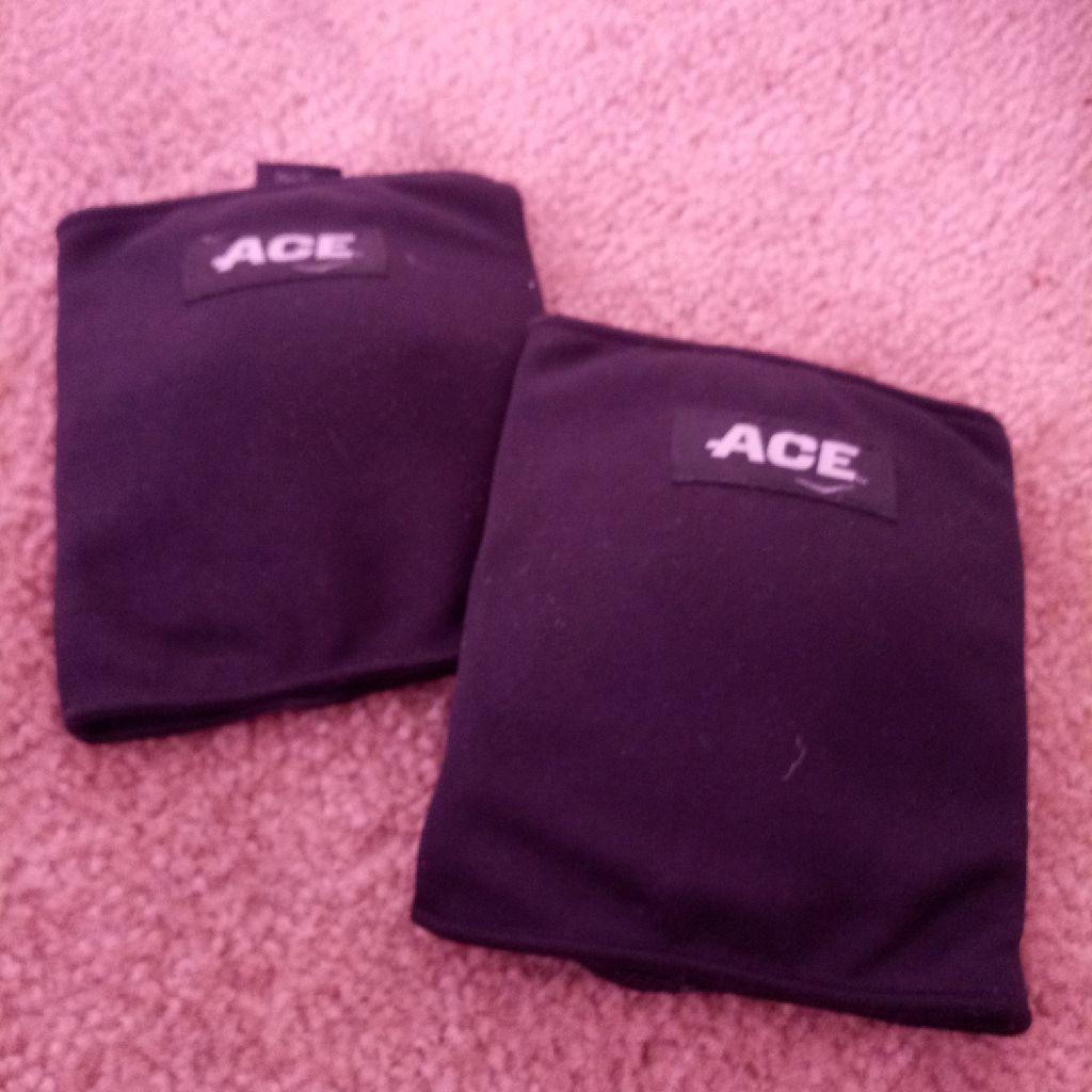 Ace knee pads