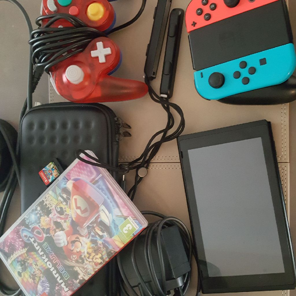 Nintendo switch, 2 games, extra controller, carry case