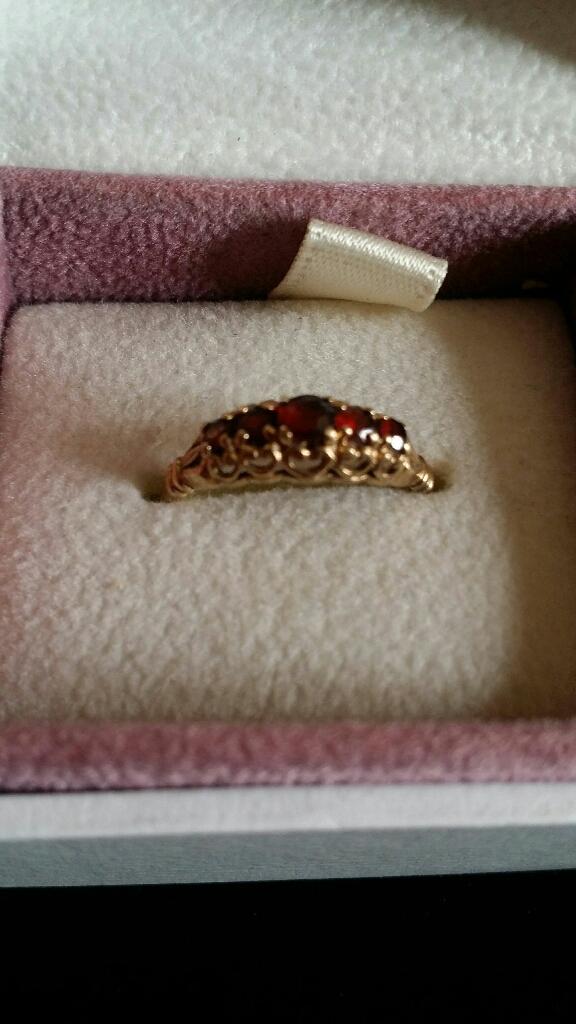 9ct gold Vintage 5 Garnet ring