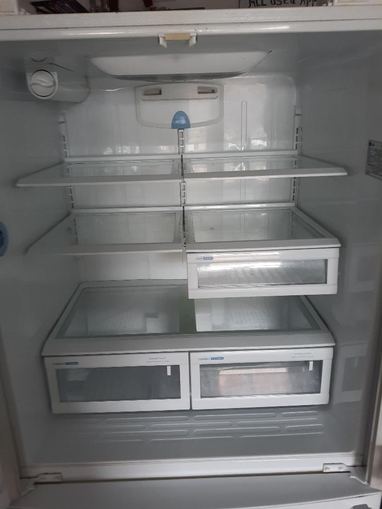 LG Refrigderator (white) like new condition