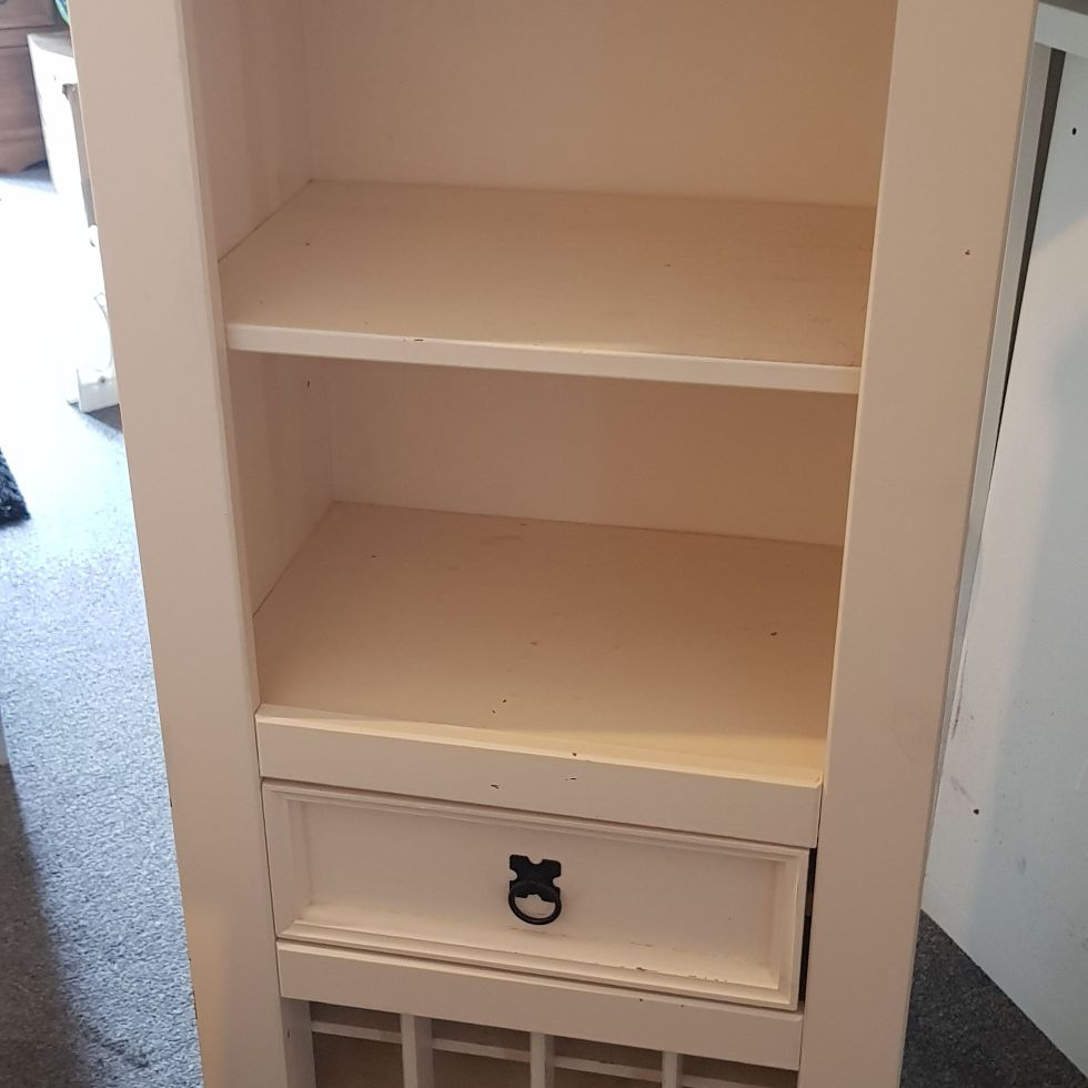 Wooden kitchen unit with wine store