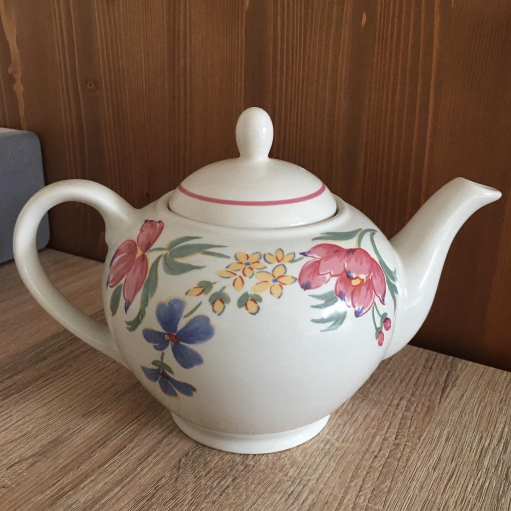 Gorgeous vintage teapot