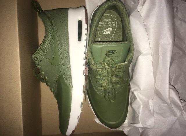 Women's Nike khaki green Theas size 4.5
