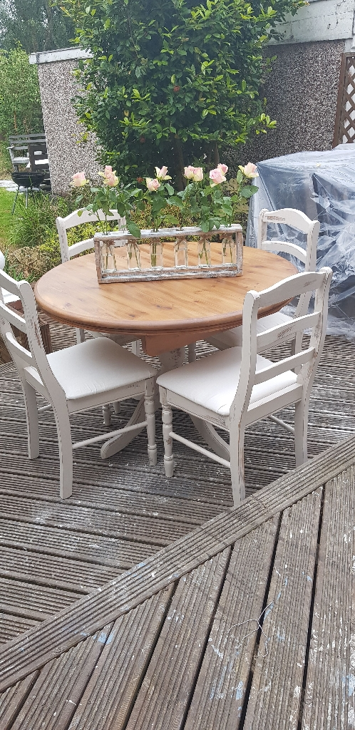 Round extending dining table with chairs