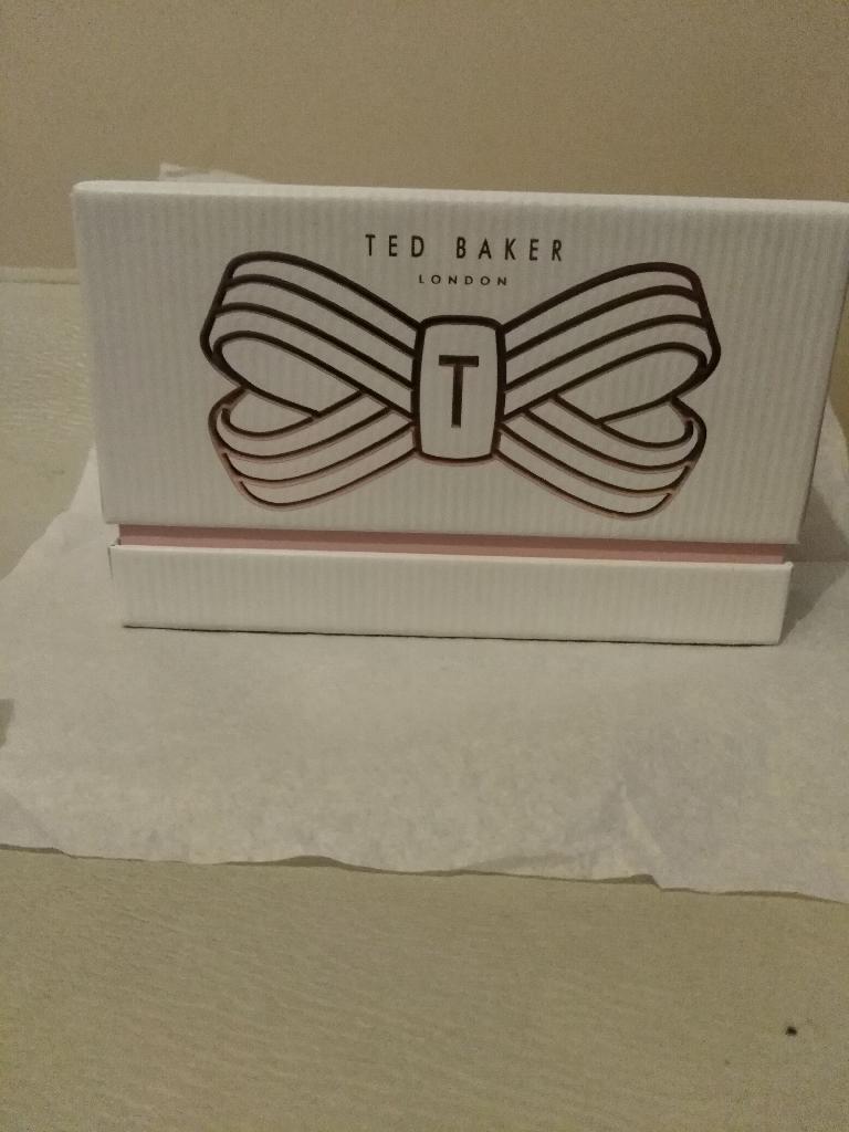 TED BAKER FLOURISHING NAIL SET with (BEESPOKE BOX)