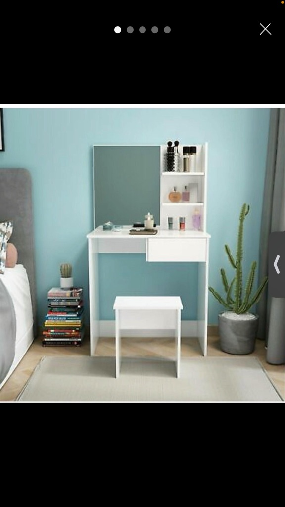 Mirror desk with stall