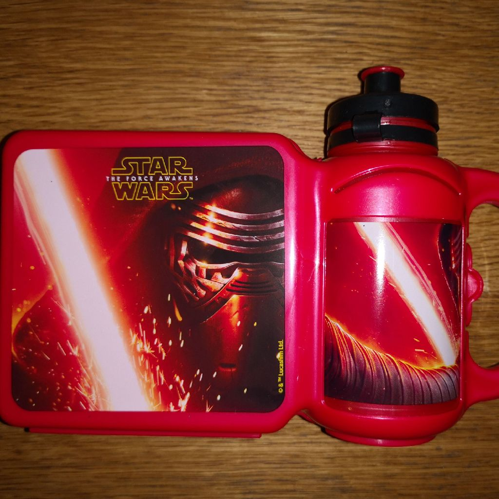 Star wars sandwich box with a drinking bottle attached