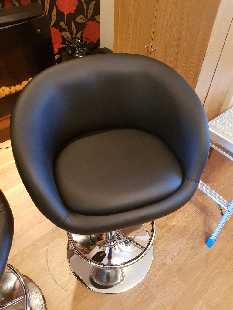2 x adjustable height bar stools