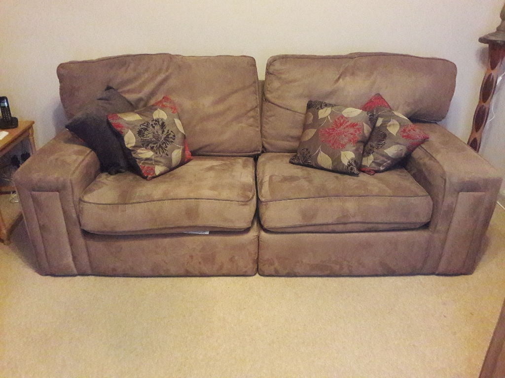 3 seater sofa &2 chairs