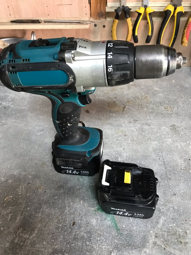 Mikita DRILL WITH 2 BATTERIES
