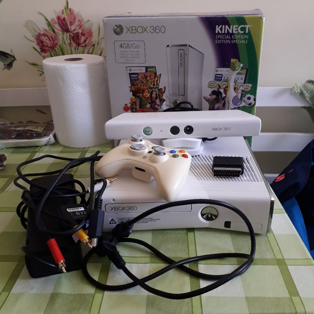 GAMES CONSOLE IN WHITE WITH BOX, CONTROLLER, KINECT