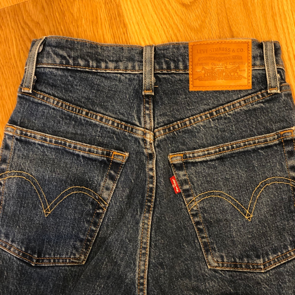 Levi's Jeans • Waist 25