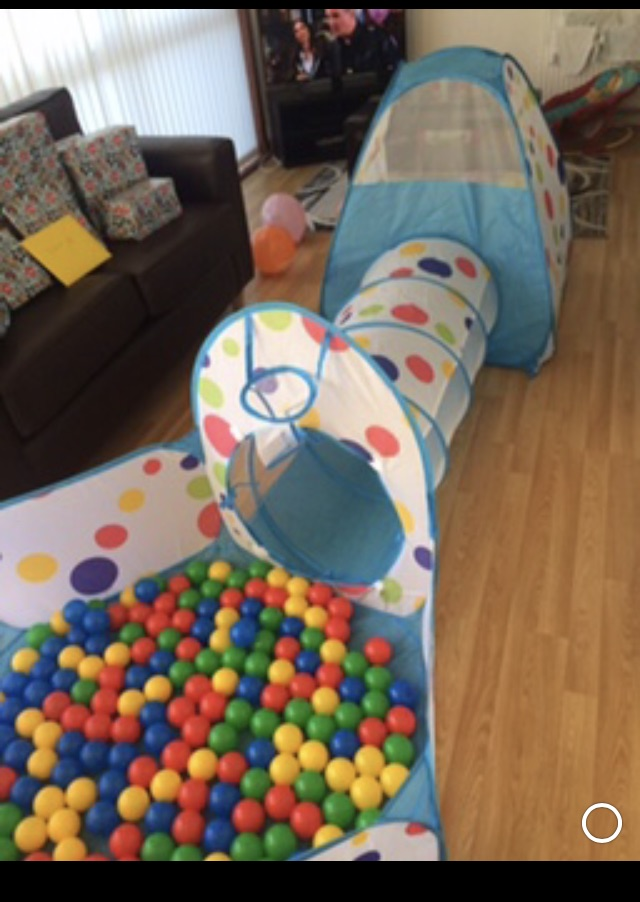 Tent,tunnel and ball pit