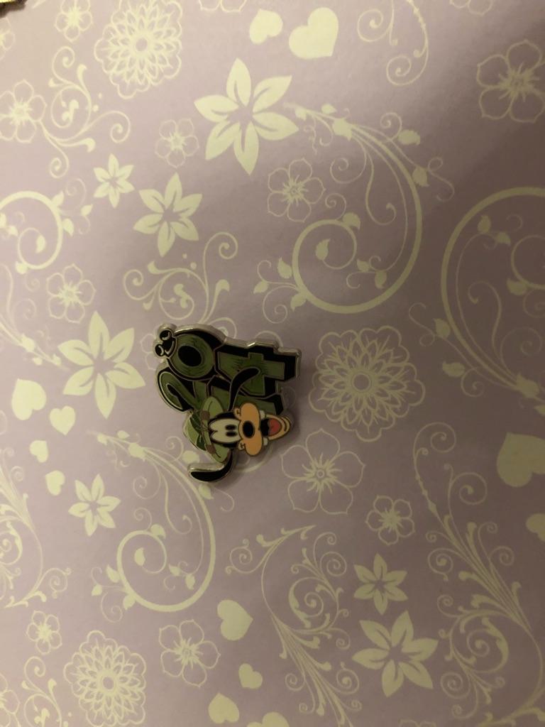 2014 goofy Disney pin