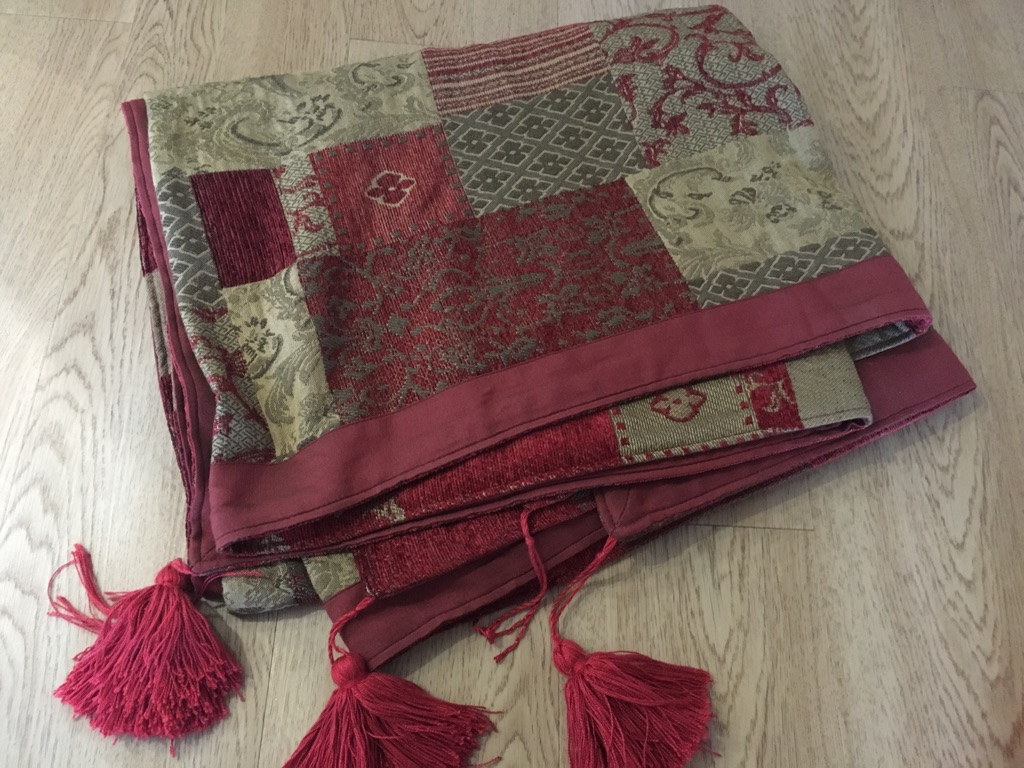 Tasseled throw
