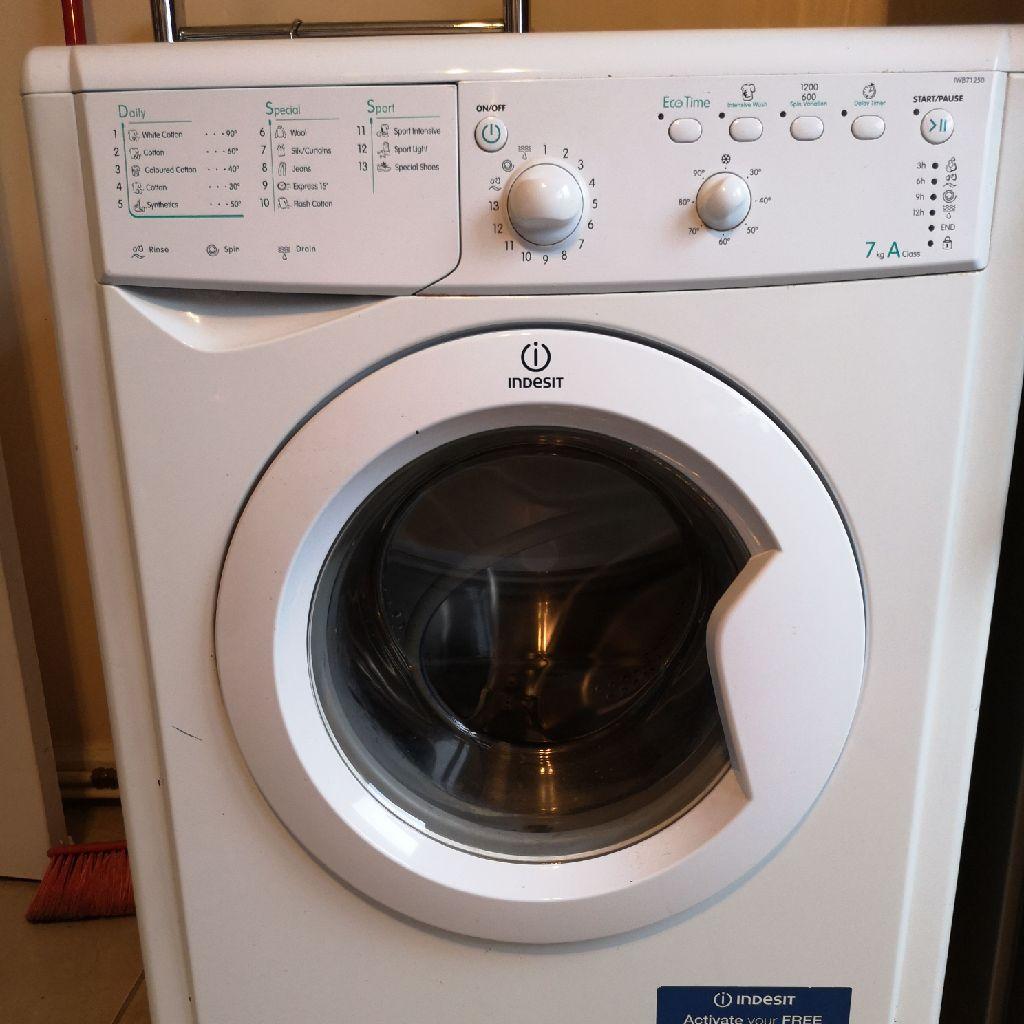 Freestanding Indesit washine machine