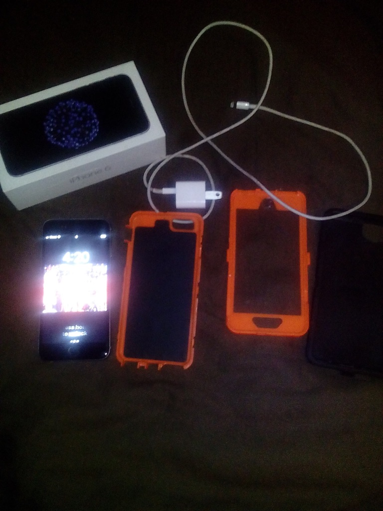 iPhone 6 32 gb black boost mobile comes with a outter box orange and come with the box it came with and I got 2 more cases gold and black serious inquiries.